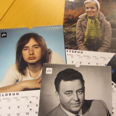 Iskelmä-Suomi kalentereita pöydällä.