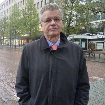 Lahden kaupunginhallituksen puheenjohtaja Kari Salmi.