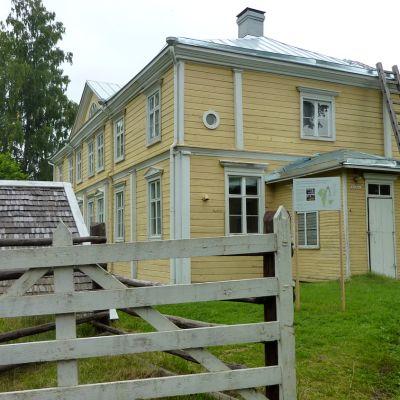 Urajärven kartano kesällä 2011.
