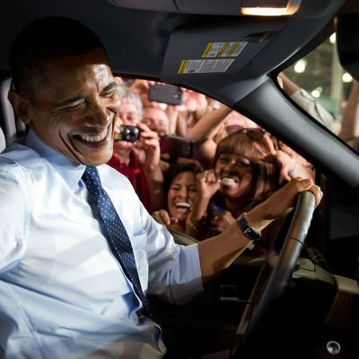 Presidentti Barack Obama kuvattuna vieraillessaan Fordin tehtailla Kansas Cityssä Missourissa 20 syyskuuta 2013.