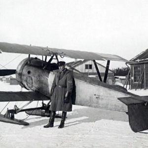 Verner Lehtimäki. Hän loikkasi kansalaissodan viimeisinä päivinä Neuvostoliittoon ja toimi siellä hävittäjälentäjänä. Stalinin vainoissa hän hävisi.
