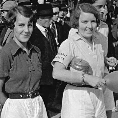 Kaksi naista keäsisessä Helsingissä 1930-luvulla