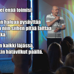 Stand up -koomikko Matti Patronen lavalla
