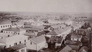 Vy över Karleby från ca 1900.