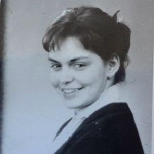 Bild på ung kvinna och brev