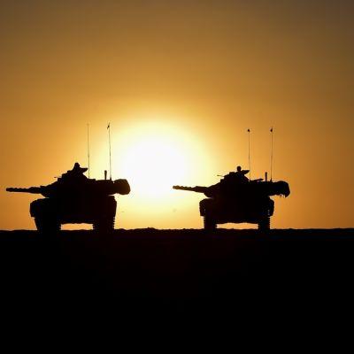 Turkiska stridsvagnar har koncentrerats vid gränsen mellan Turkiet och den nordsyriska provinsen Idlib redo att bistå syriska rebeller