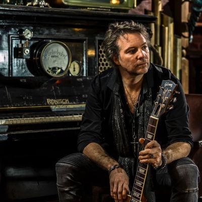 Ben Granfelt med en Gibson gitarr
