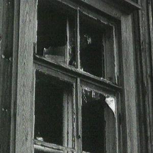 Kuvassa rikottu ikkuna