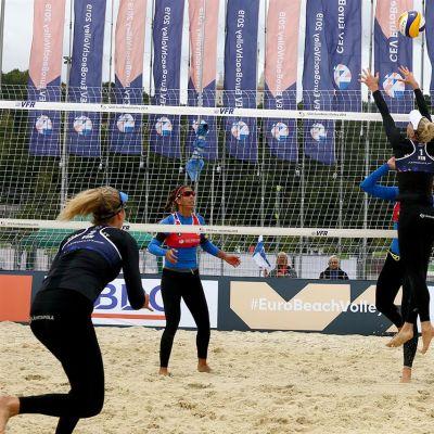 Riikka Lehtonen ja Niina Ahtiainen voittivat beach volleyn EM-kisojen avausottelunsa espanjalaisparia vastaan.