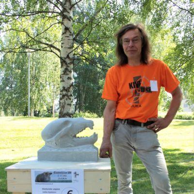 Juukalainen Jukka Nykänen oli käsinvestosarjassa jaetulla ykkössijalla teoksellaan Vastuista vapaa.