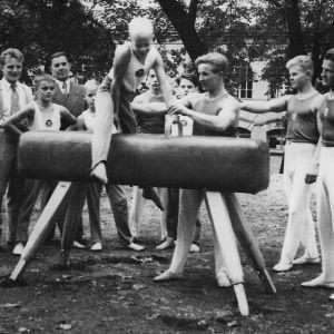 Harjoittelua Frenckellin puistossa 1953.