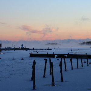 Isen har lagt sig i Bruksviken utanför Dalsbruk.