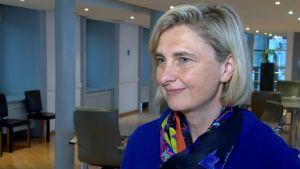 Undervisningsminister Hilde Crevitz fotograferad i det flamländska parlamentet i Bryssel.