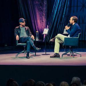 Keskustelijoita Helsinki Lit -festivaalin lavalla