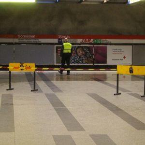 Vatten har läckt in på Sörnäs metrostation.