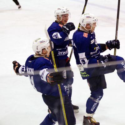 Roki Henri Joki-Erkkilä (oikealla) ja Tommi Siliämaa (keskellä)