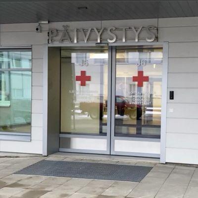 Yhteispäivytyksen pääovi Pohjois-Karjalan keskussairaalassa.
