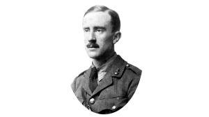 Kuvassa J. R. R. Tolkien sotilasasussaan vuodelta 1916