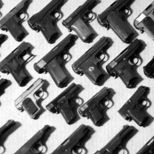 Riksomuseno surma-aseita