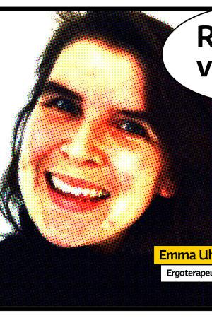 """Arbetslösa ergoterapeuten Emma Ulfsson leende porträtt med svart tröja mot vit bakgrund i serietidningsstil med pratbubbla och texten """"Rösträtt vid 16 år?"""""""