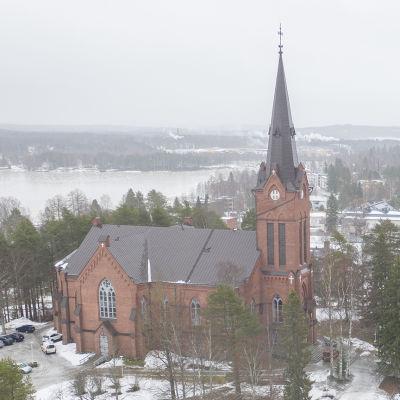 Ilmakuvassa Nurmeksen kirkkokatu ja evankelis-luterilainen kirkko.