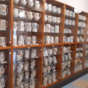 Töysäläisen Kauko Välimäen kokoelmassa on yli tuhat Arabian maitokannua.