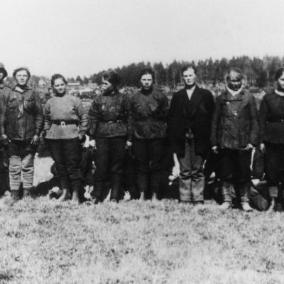 Punakaartissa palvelleita naisia vangittuna