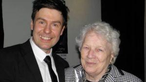 Thomas Lundin och mormor Nea