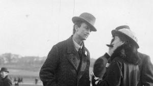 man talar med kvinna 1917