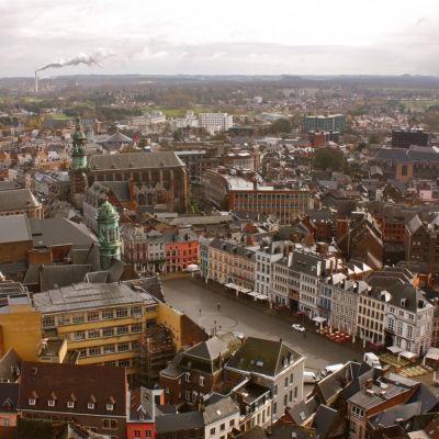 Utsikten från Mons barocka klockstapel Beffroi mot Grand Place.