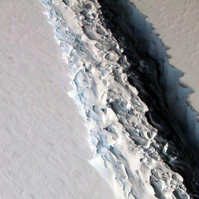 Valokuva Etelänapamantereen halkeamasta.
