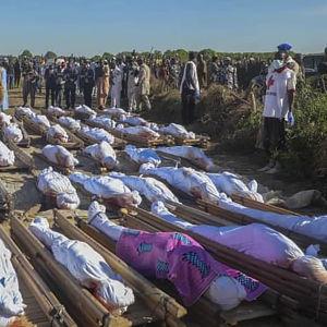 I november 2020 begravdes 43 lantarbetare i Zabarmari, i delstaten Borno. De hade dödats av Boko Haram.