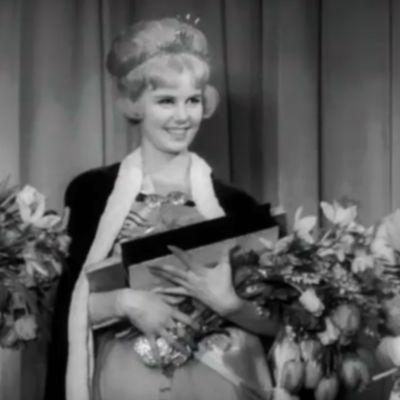 Kaarina Leskinen kruunataan Miss Suomeksi 1962