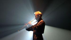 Jukka Perko soittaa saksofonia