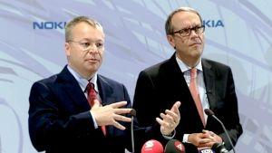 Stephen Elop ja Jorma Ollila Nokian tiedotustilaisuudessa