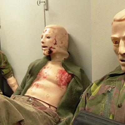 Armeijan ensihoitonukkeja
