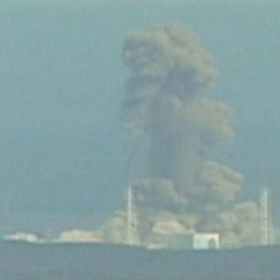 Ett rökmoln uppstod efter explosionen vid reaktor 3 i Fukushima