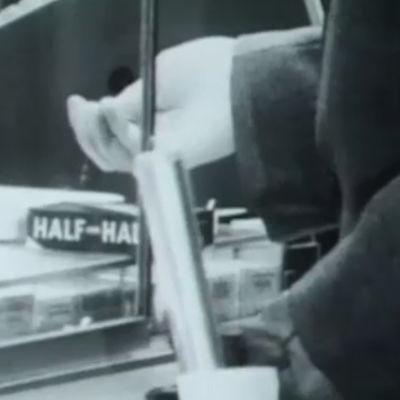 Mies ostaa tupakkaa (1975).