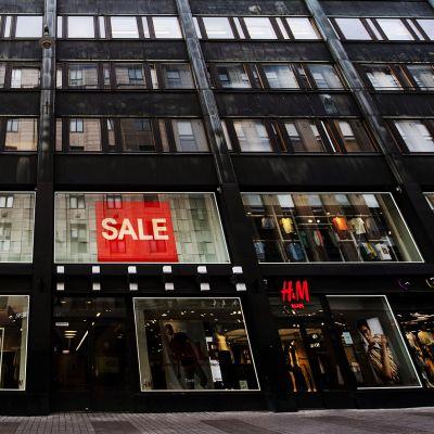 Vaateketju H&M:n myymälä Helsingin Aleksanterinkadulla.