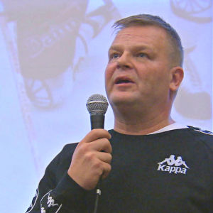 Marko Jantunen under en föreläsning i Kimito.