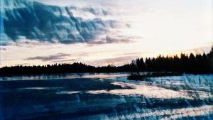 käsitelty maisemakuva peltoa, metsää, pilviä