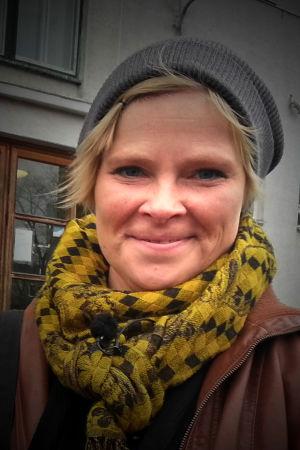 Psykologian tohtori, koulukiusaamista tutkiva Virpi Pöyhönen teki väitöskirjansa kiusatun puolustamisesta.