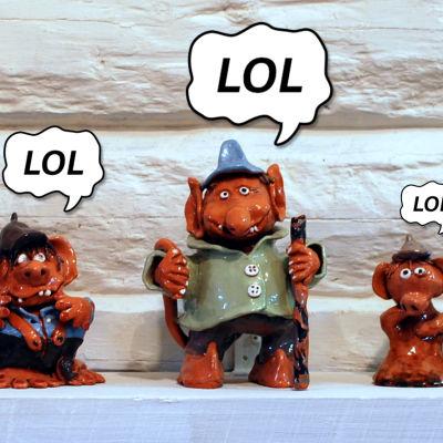 """Keramiktroll som säger """"LOL""""."""