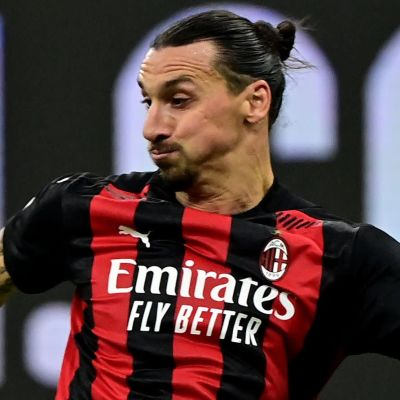 Zlatan Ibrahimovic skjuter mot Hellas Verona.