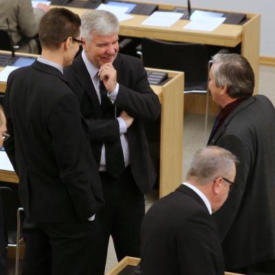 Kansanedustajia kevään viimeisessä täysistunnossa.