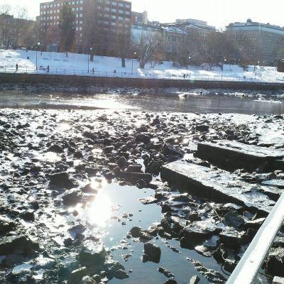 Tammerkoski on tyhjennetty Hämeensillan remontin takia.