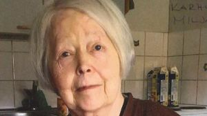 En äldre kvinna.