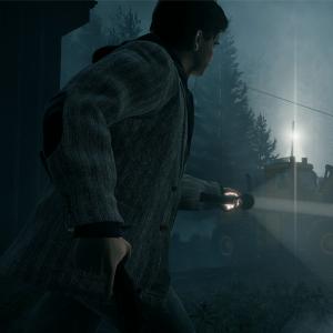 Videopelissä mies osoittaa taskulampulla metsureita, jotka seisovat uhkaavasti kirveet käsissään.