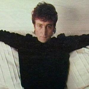 John Lennon sohvalla. Kuva Rockstopin erikoisjaksosta 1988.