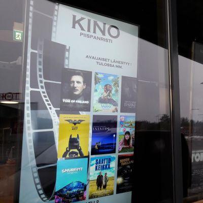Kino Piispanristin mainostaulut